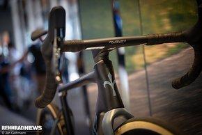 Das Allroad-Bike sieht schon wegen des negativen Vorbauwinkels dynamischer aus.
