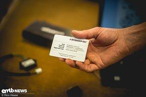 ... eine Karte mit dem Registrations-Code enthalten