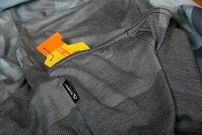 Dank der drei Rückentaschen lässt sich das Shirt auch als vollwertiges Sommertrikot nutzen.