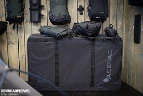 Die neue Transportbox ist kompakt, kann aber bei Demontage ein ganzes Bike aufnehmen, sagt Acepac.