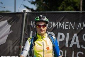 So ging Andy auf die Strecke – natürlich noch ohne das Finisher-Trikot, die gelbe Weste ist Pflicht