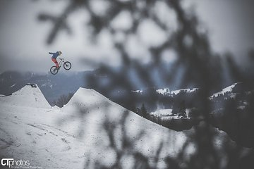 no hander - private winter line