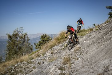 Für abfahrtsorientierte Bikerinnen und Biker bietet die Flow-Variante eine ideale Lösung.