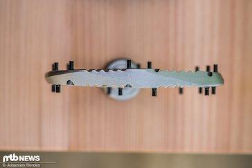 In der Mitte misst das Aluminium-Pedal schlanke 12 mm.