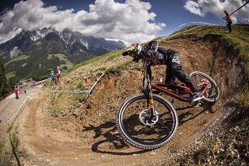 DHI-WC-2016-Leogang Aaron-Gwin by Victor-Lucas