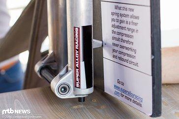 ... inklusive Ölbad-Durchschlagsschutz