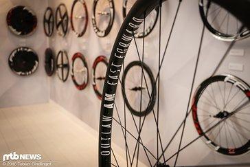 Der AM-Laufradsatz für 1999 Euro. Sollte die Felge zu Bruch gehen, kann man für 300 Euro eine neue erwerben.