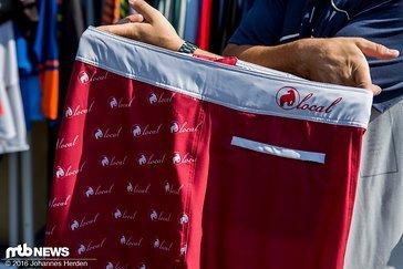 Neben der Streetwear-Kollektion gibts auch Boardshorts für die Jungs...