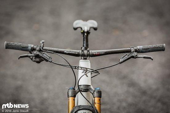 Am Bike sind Syntace-Parts und die SRAM Level Bremse verbaut