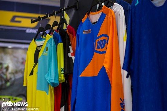 Verschiedene Jersey-Farben und Modelle...