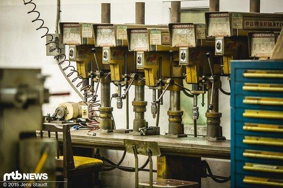 Unmengen von Maschinen stehen in jeder Ecke