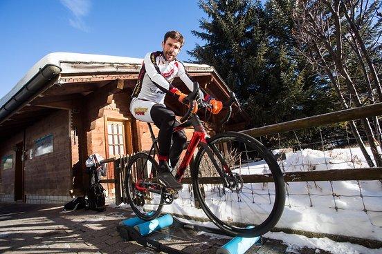 Nicola Rohrbach, der Gesamtführende beim Warmfahren.