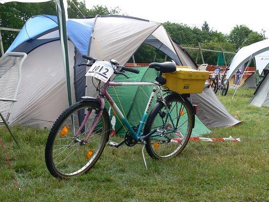Solofahrerin der Haldenbiker im Retrolook