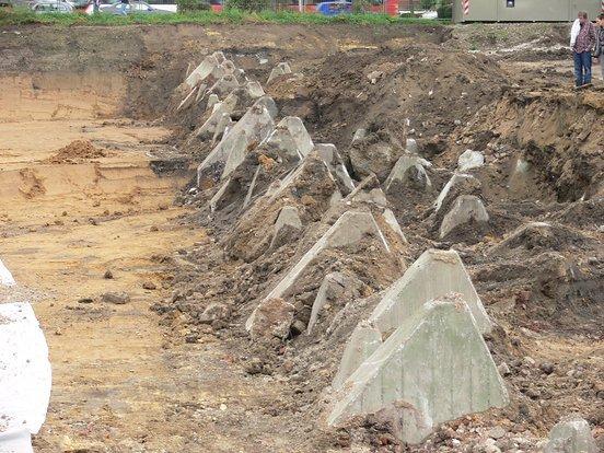 Bei Schachtarbeiten freigelegter Westwall in Aachen am Gut Kullen.