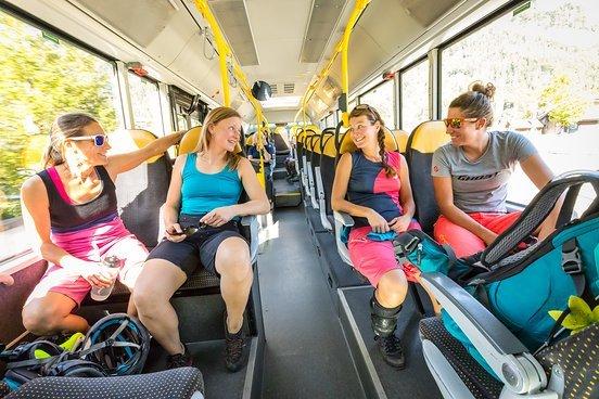 Ladylike die Shuttlefahrt genießen - quatschen