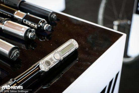 Ein integriertes Display zeigt den vorhandenen Luftdruck im Reifen an.