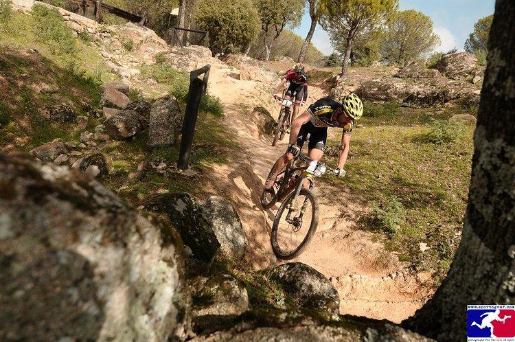 Alban Lakata auf einem der vielen Singletrails beim Andalusia Bike Race.