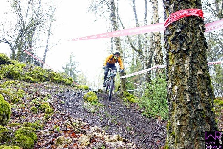 Elitefahrer Leo Putzenlechner im Steinfeld zu Beginn von Stage 2