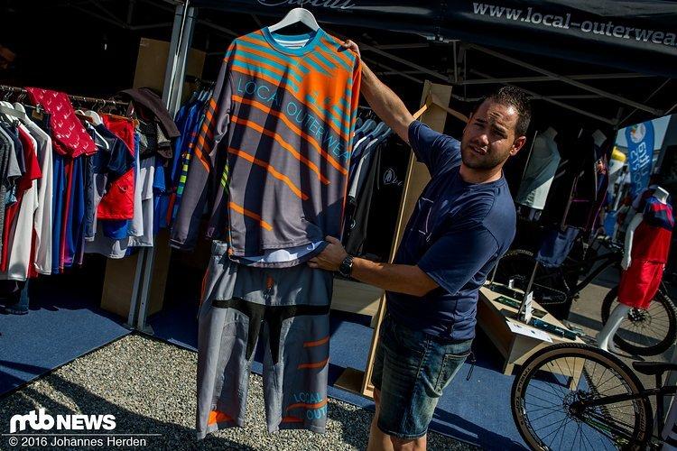 Nicht weniger bunt, dafür etwas unauffälligere Designs bei den Bikeshirts.